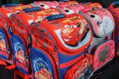 0002-wyprawki-dzieci-plecaki-fot-Marian-Paluszkiewicz