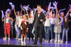 0009-wyprawki-dzieci-plecaki-fot-Marian-Paluszkiewicz