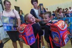 0035-wyprawki-dzieci-plecaki-fot-Marian-Paluszkiewicz