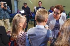 0041-wyprawki-dzieci-plecaki-fot-Marian-Paluszkiewicz