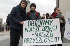 12-pikieta-oswiata-samorzad-fot.Marian-Paluszkiewicz