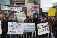 16-pikieta-oswiata-samorzad-fot.Marian-Paluszkiewicz