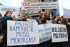 46-pikieta-oswiata-samorzad-fot.Marian-Paluszkiewicz